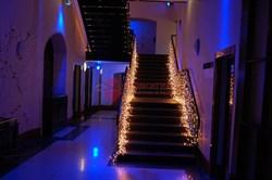 Пример украшения лестницы световым занавесом 2 х 1,5 FLASH